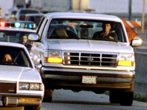 California Highway Patrol chase Al Cowlings, driving, and O.J. Simpson, hiding in rear of white Bronco (Credit: The Los Angeles Times/Al Schaben)