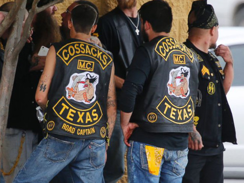 Bikers congregrate against a while authorities investigate the scene of a shooting at a Twin Peaks restaurant that left at least 9 dead and several others wounded, in Waco, Texas, May 17, 2015 (Credit: Waco Tribune-Herald/Rod Aydelotte)